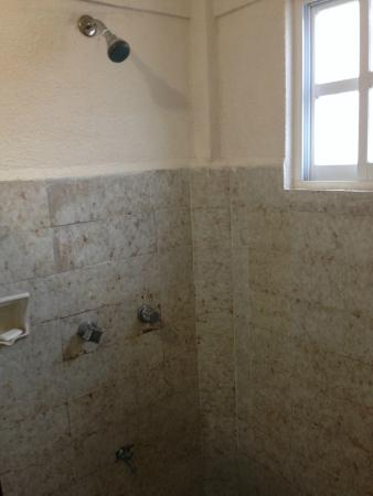 Hotel D'Gomar: Shower