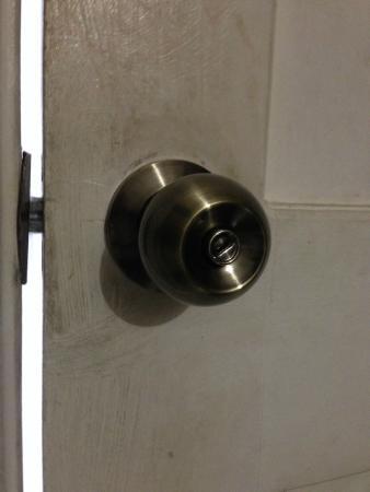 Hotel D'Gomar: Closed Room Door