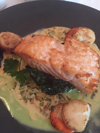Wild Geese Restaurant: Salmon and Scallops