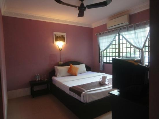 Angkor Dream Villa: Why dont you live in our double room with your honey?