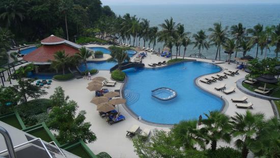 Royal Wing Suites & Spa: Pool