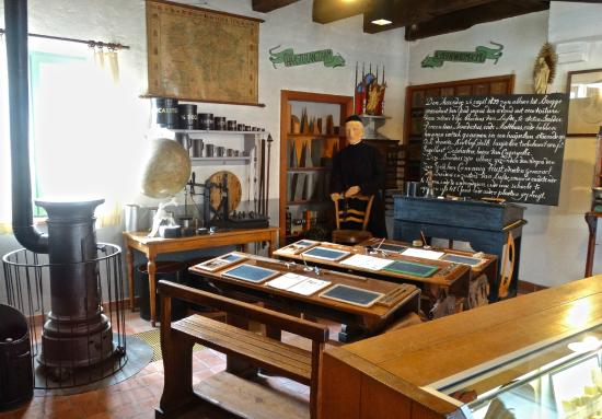 Folklore Museum: Bruges schoolroom of old