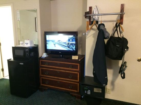 """Days Inn Lebanon/Hanover : Amenities include refrigerator, microwave and 36"""" LG television. No HD reception as of yet."""