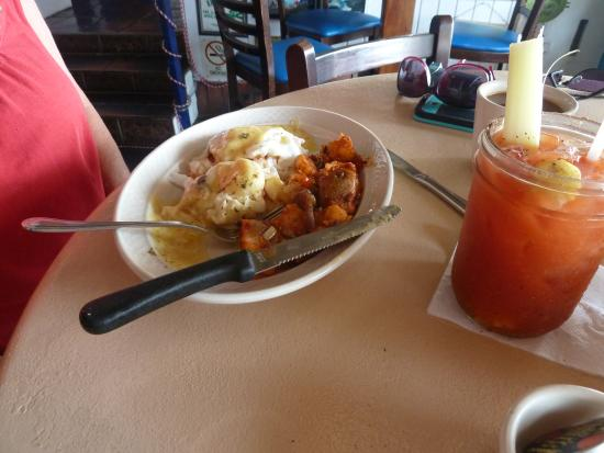 The Trade Winds Guesthouse & Restaurant: Lobster Benedict