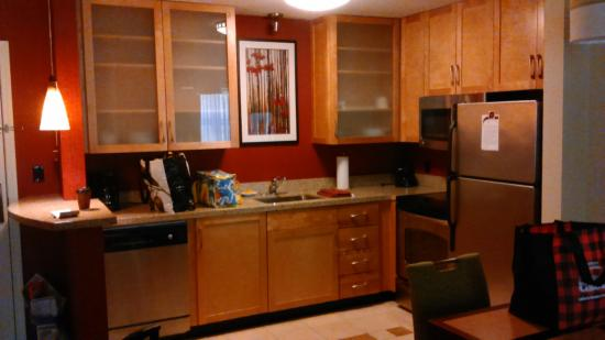 Residence Inn Burlington Colchester: Kitchen area of suite
