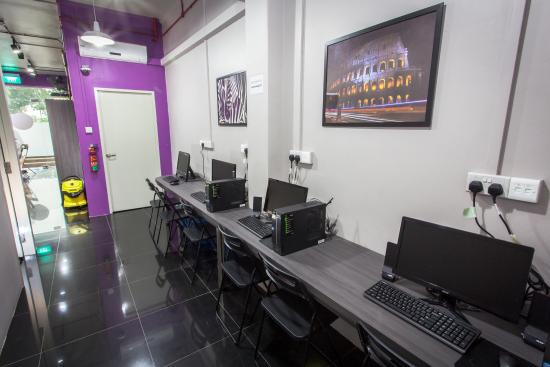 Coziee Lodge: computer table