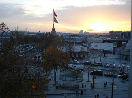 Mercure Paris Porte de Versailles Vaugirard : Coucher de soleil sur le Parc des Expositions