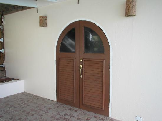 AppleSurf Seaside Villas: Entrance door to Ocean Mist