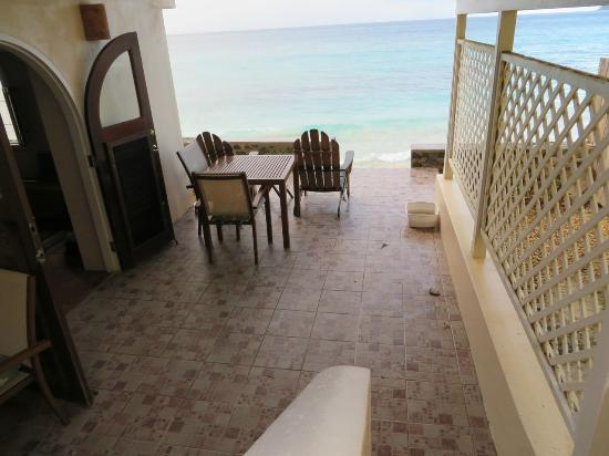 AppleSurf Seaside Villas: coming down the stairs to villa