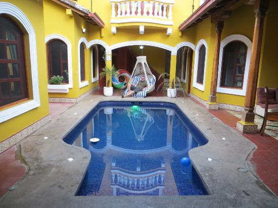 Casa del Agua: Common area and pool