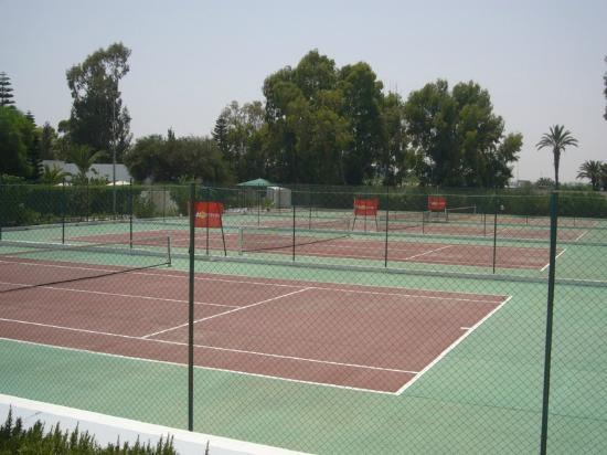 Terrain de tennis - Picture of Hotel Club Tropicana & Spa, Monastir ...