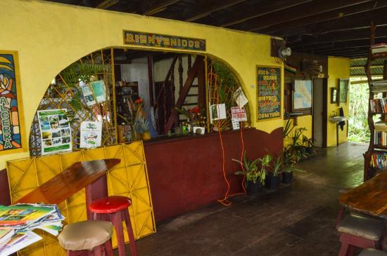 Cabinas Algebra: Bananas restaurant