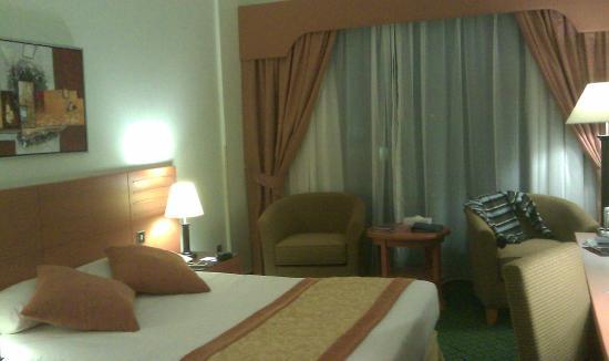 Nihal Palace Hotel: chambre au Metropolitan Hotel Deira