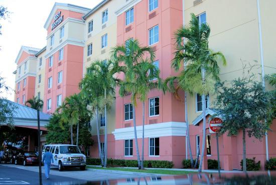 BEST WESTERN PLUS Fort Lauderdale Airport South Inn & Suites: Best Western Plus Fort Lauderdale Airport