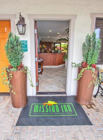 Mission Inn: Lobby Entrance