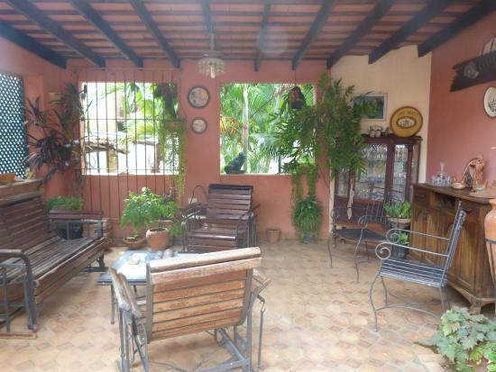 Hostal Maria y Enddy: patio interno de la casa