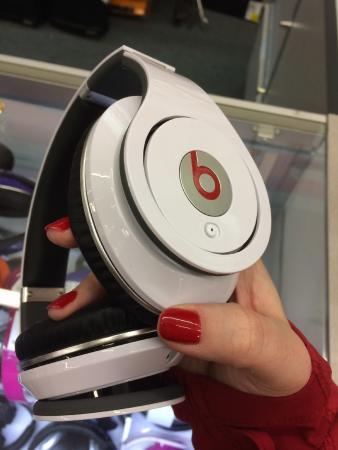 สกอตส์โบโร, อลาบาม่า: I got these Beats by Dre Studio headphones for $100. (MSRP $200)