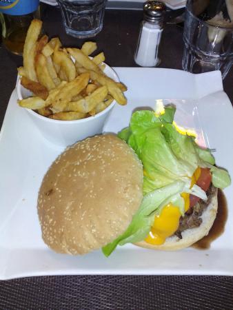 Tresses, Francia: Burger maison. Pas mal