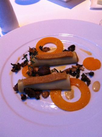 Culinary Flight: Al Mahara : Apple cider cream french caviar (très bon)