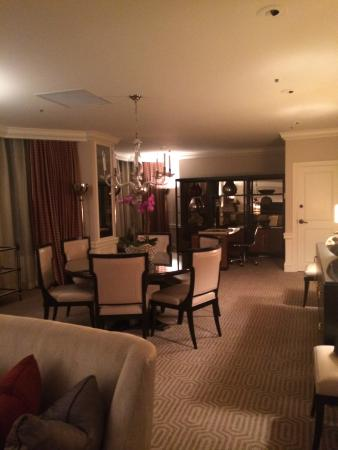 Four Seasons Hotel Houston: presidential suite dining area