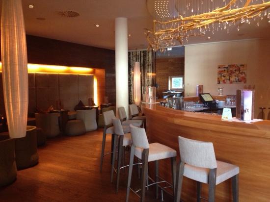 Bar bild von spa hotel zedern klang hopfgarten in for Designhotel zedern klang