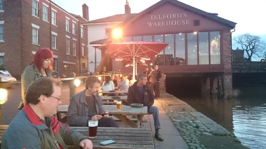 Telford's Warehouse: Good ale and nice views