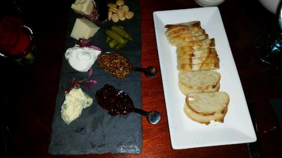 Zoes Steak & Seafood: Cheese Board