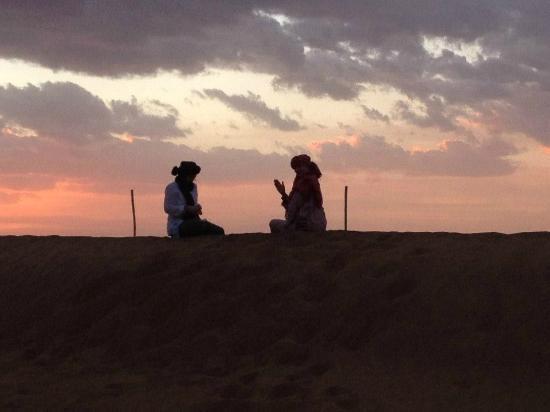 Zamzam Riad: Sunset at Camp Adounia!