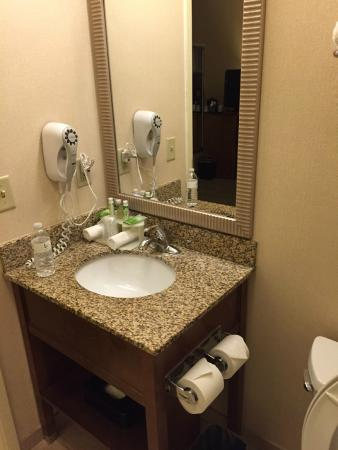 Holiday Inn Express Philadelphia Airport: very modern and clean