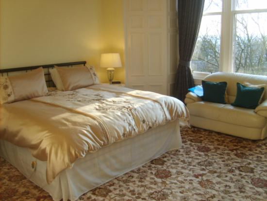 Newstead Bed & Breakfast: Yellow Room