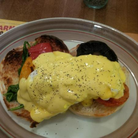 Armadillo Cafe and Grill: Sierra Benedict