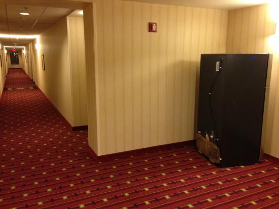 Residence Inn Boston Cambridge: Broken machines left all week in public areas.
