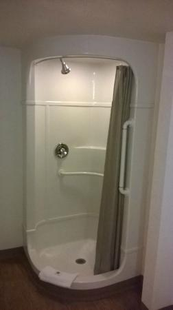 Motel 6 Salt Lake City Downtown: Star Trek/Star Wars space tube shower!