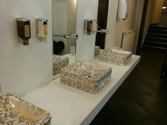 Hotel Sandwirth: bagno della hall