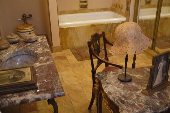 Ca d'Zan Mansion : Pay the $5 extra for tour access to the bedrooms & bathrooms
