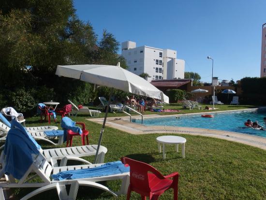 Hotel Morales: Pileta y solarium