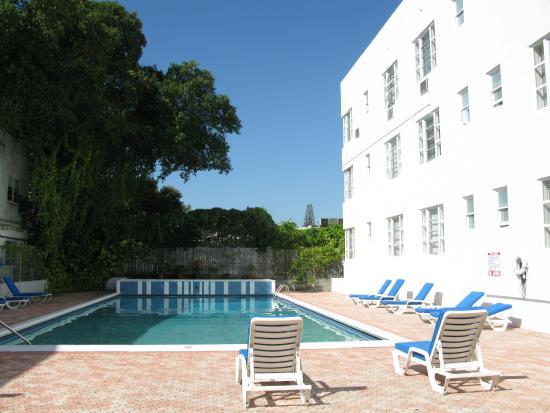 Tropics Hotel Hostel Poolbereich