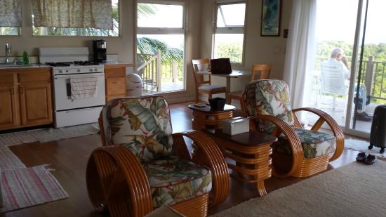 Molokai Hilltop Cottage & West End Studio: Living area looking toward dining and kitchen areas