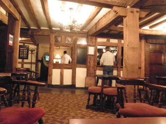 The Falcon Hotel: Bar in the older Tudor area