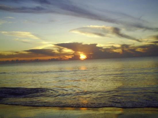 Hinunangan, Filippinerna: Sunrises at this beach are breathtaking