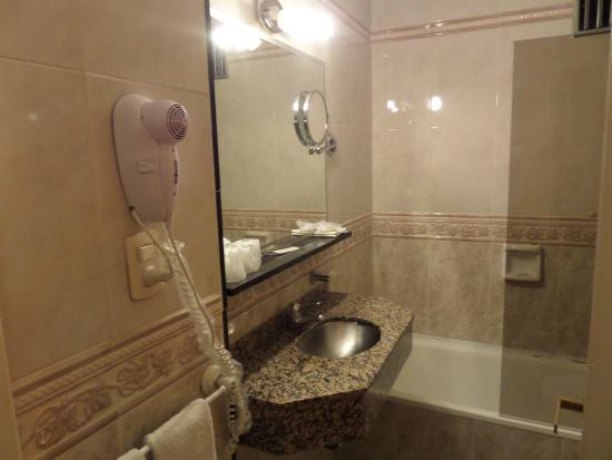 Sarmiento Palace Hotel: banheiro