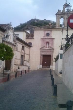 Iglesia de la Victoria: Portada y campanario de la Iglesia de  La Victoria