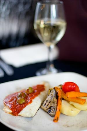 Al Dente Restaurant: Sea Bream filet with tomato sauce and olives