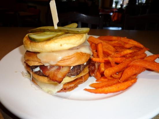 "Moose Mulligans: ""Grilled Cheese"" Burger!"