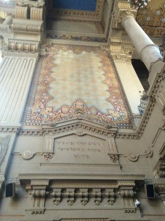 Museo Ebraico di Roma : A wall at the back of the Synagogue