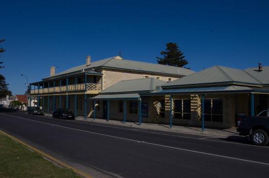 Robe Hotel: From the road