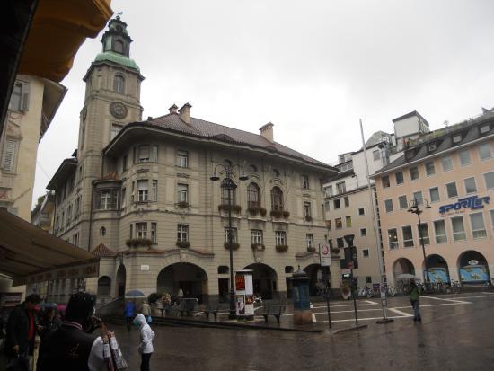 Piazza del Municipio: il palazzo comunale