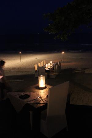 Aava Resort & Spa: hotel beach & dinner set up