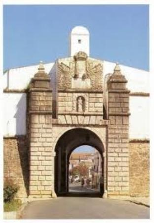 ‪Port of Santo Antonio (2nd line of Fortifications - Sec. XVII) (Estremoz)‬