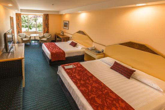 Distinction Luxmore Hotel Lake Te Anau: Superior Twin room,